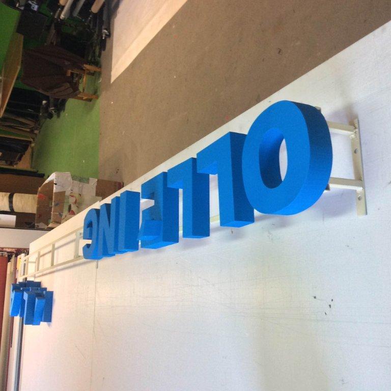 Habvágás dekoráció betűk kivágása rövid határidővel