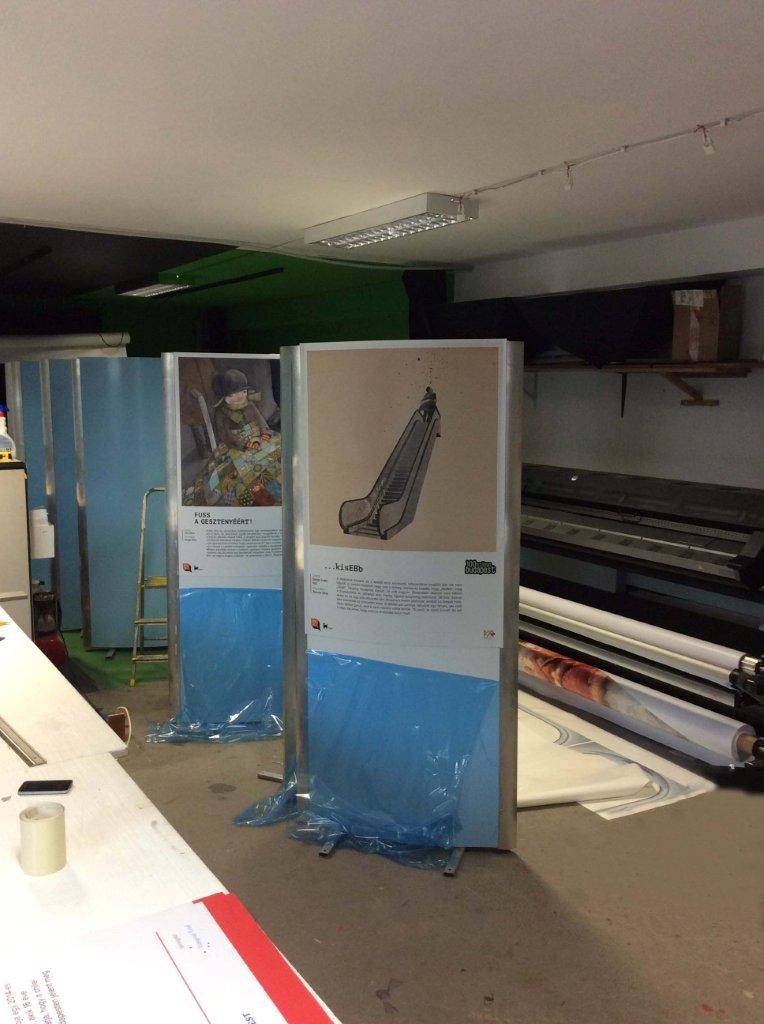 Kiállítási dekoráció nyomtatás installálás gyorsan